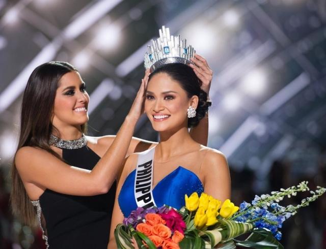 """Казус на конкурсе """"Мисс Вселенная 2015"""": короновали не ту красавицу"""