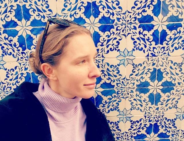 Как отдыхают звезды: Катя Осадчая без макияжа и шляпок в Португалии