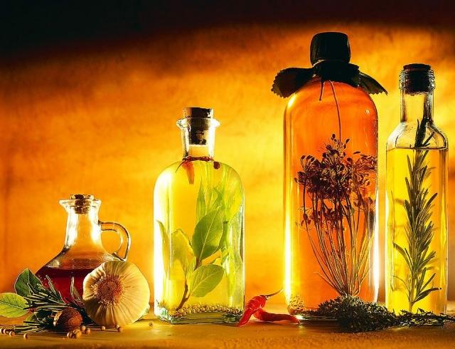 Какие масла лучше использовать в уходе за кожей: 5 лучших вариантов
