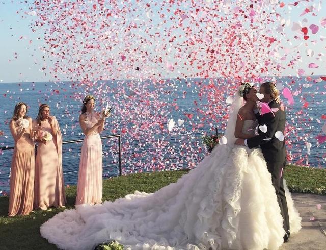 Самая стильная невеста года: в каких платьях вышла замуж королева street style Джованна Батталья