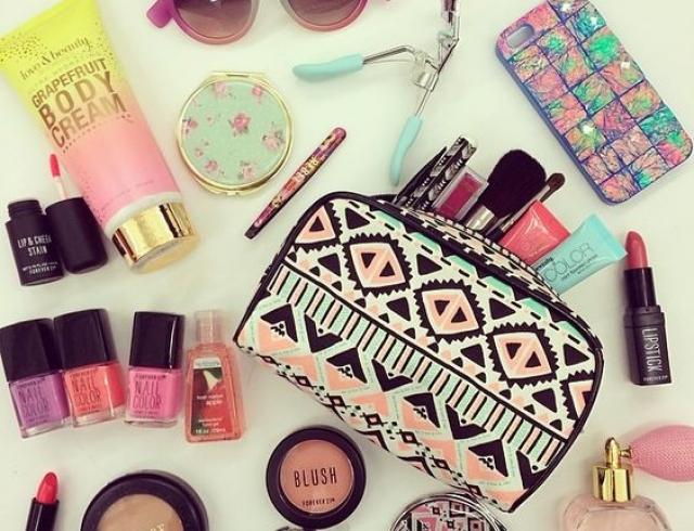 Что взять с собой в отпуск: собираем косметичку