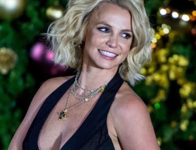Бритни Спирс на Гавайях похвасталась фигурой без бюстгальтера (ФОТО)