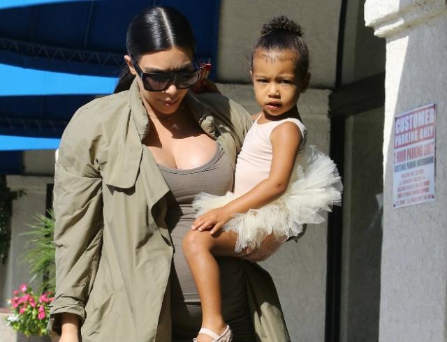 Трехлетняя дочь Ким Кардашьян носит ботфорты знаменитой мамы (ФОТО)