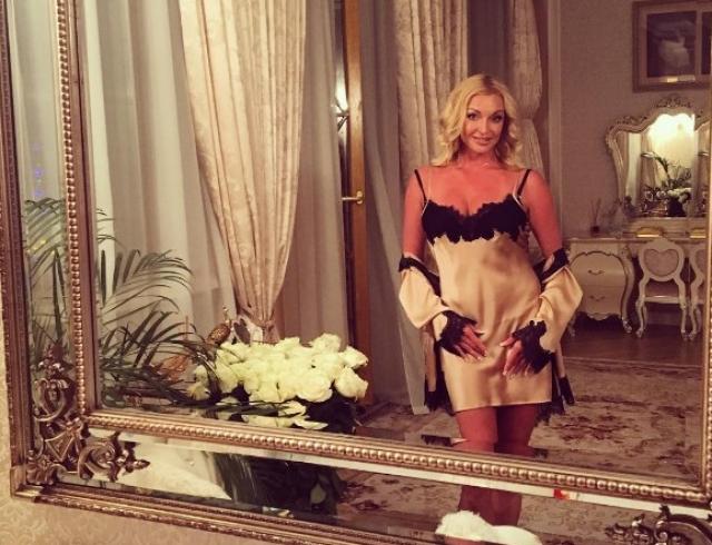 Эпатажная Анастасия Волочкова удивила элегантным образом (ФОТО)