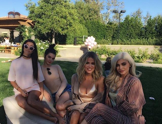 Совместные фото Хлое Кардашьян с сестрами восхитили поклонников знаменитой семьи