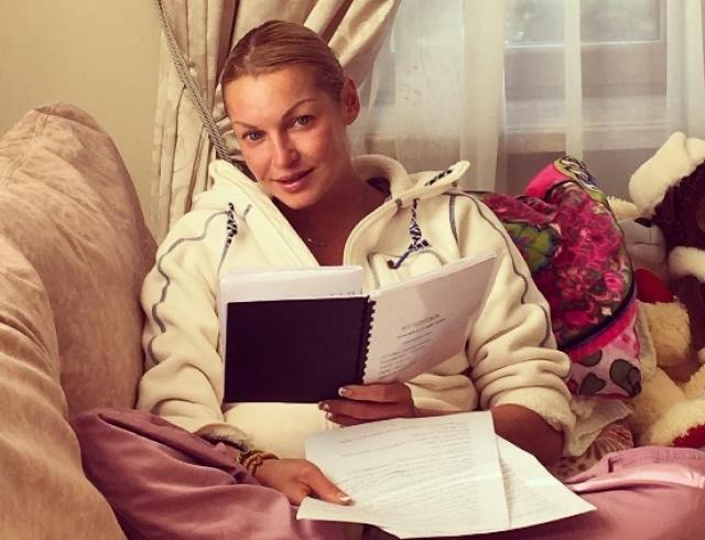 Анастасия Волочкова заманила в свой особняк известного актера: служебный роман балерины (ФОТО)