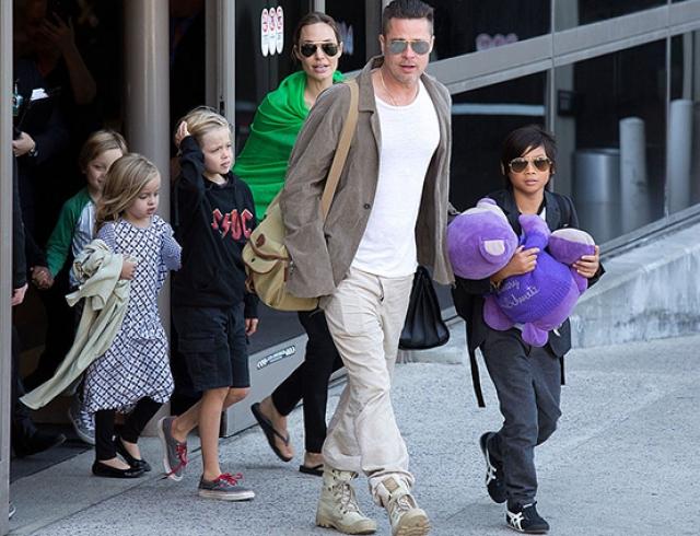 Дети Анджелины Джоли боятся заточения и ходят к психологу