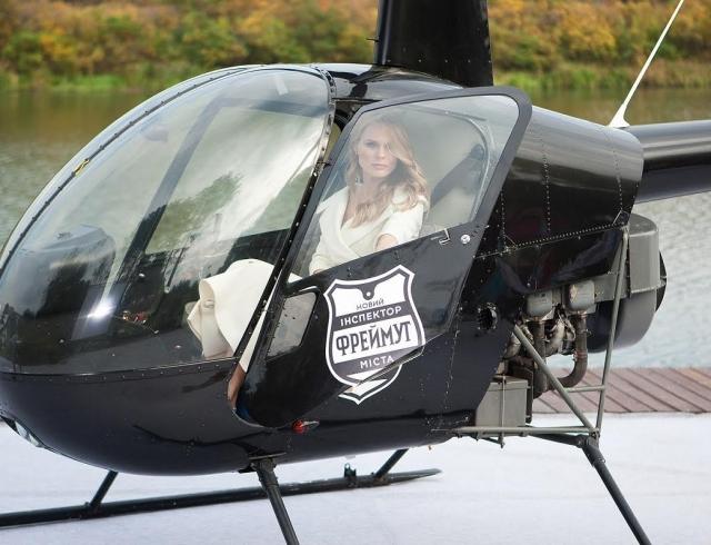 Телеведущая Ольга Фреймут села за штурвал вертолета (ФОТО)