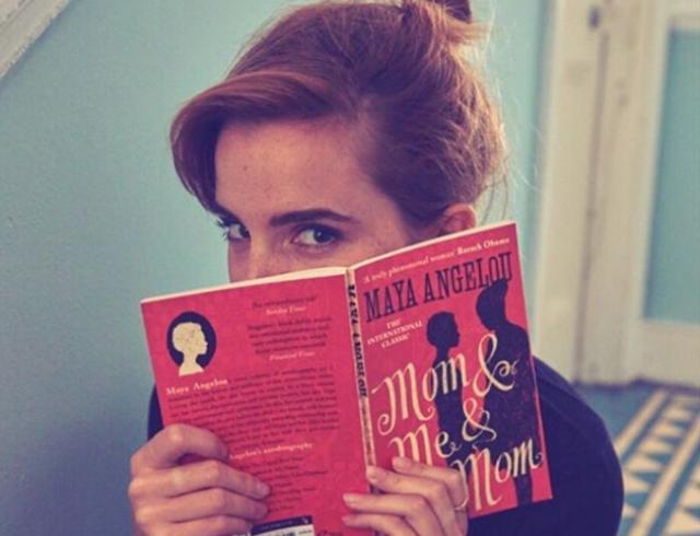 """Актриса Эмма Уотсон спрятала десятки книг в лондонском метро в рамках акции """"Книги в метро"""""""