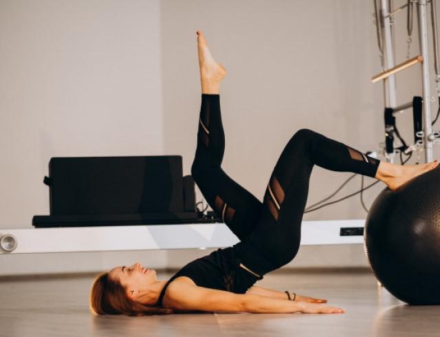 Упражнения из пилатеса для ног