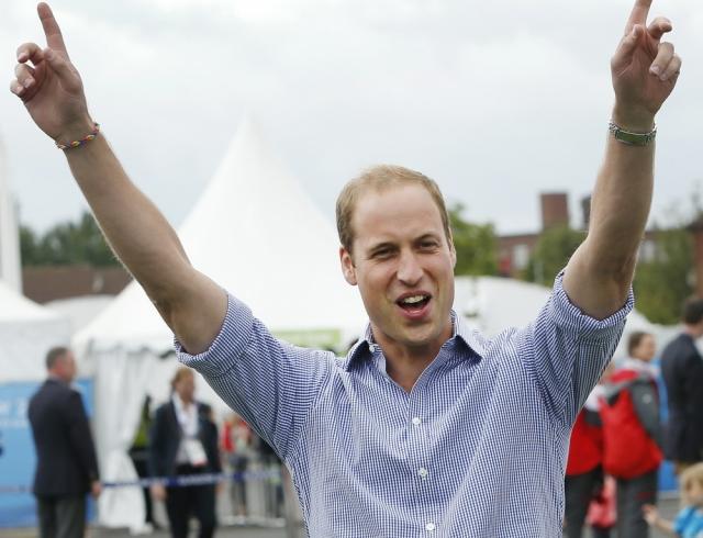 Не надо стесняться: танец принца Уильяма в ночном клубе стал хитом Сети (ВИДЕО)