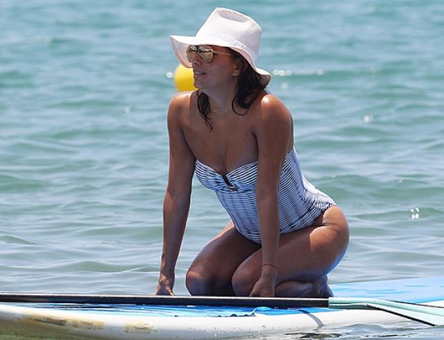 Ева Лонгория показала фигуру в купальнике на Гавайях: звезду подозревают в беременности (ФОТО)