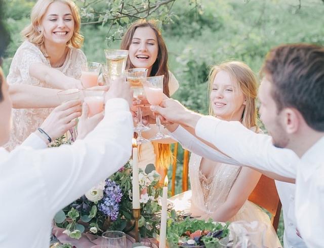 День молодежи: поздравления в стихах, в прозе и красивые картинки к празднику