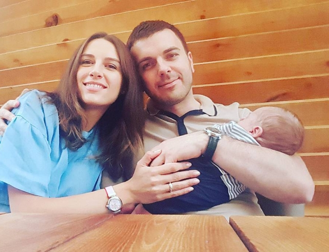 """Ведущий шоу """"Холостяк-7"""" Григорий Решетник рассекретил имя новорожденного сына"""