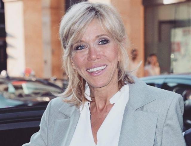 Бриджит Макрон в Louis Vuitton на Неделе высокой моды в Париже восхитила сдержанностью публику