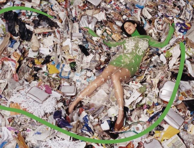 Осознанное потребление: рекламную кампанию Stella McCartney сняли на свалке title=