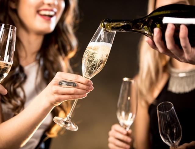 День рождения шампанского: как красиво оформить шампанское к празднику и поздравить близких (ВИДЕО)
