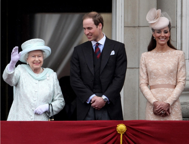 СМИ: Елизавета II планирует передать трон принцу Уильяму и Кейт Миддлтон