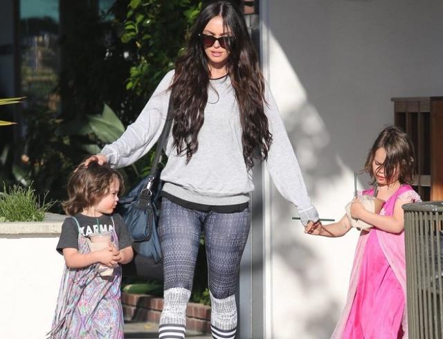 Это не просто тренд: муж Меган Фокс рассказал, почему их сыновья носят платья