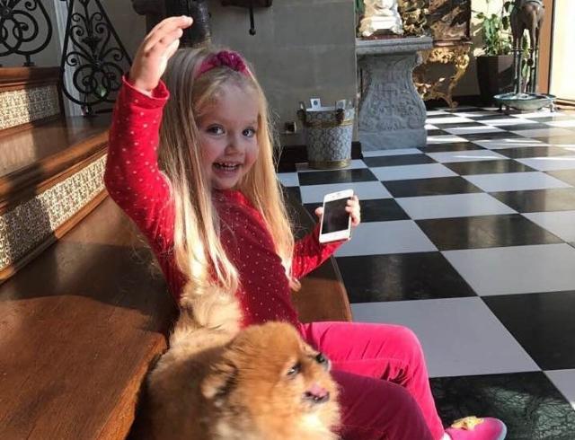 Подарок от мамы: 4-летняя дочь Аллы Пугачевой в шляпе Примадонны умилила соцсети (ФОТО)