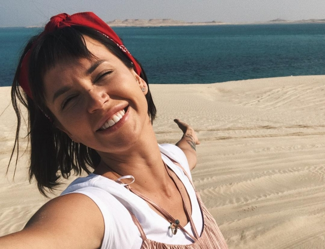 "Новая ведущая шоу ""Орел и решка"" пострадала на съемках в Катаре: телезвезду ужалила ядовитая медуза"