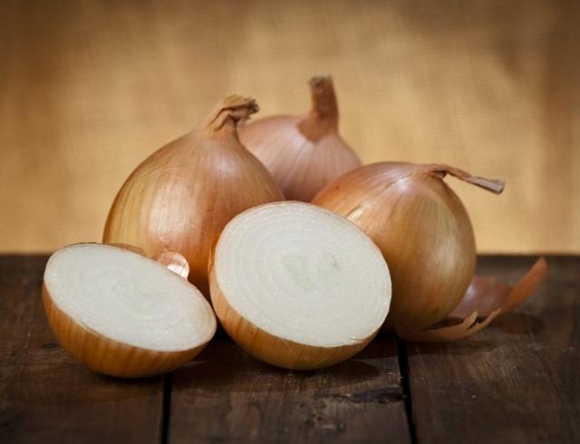 Как хранить лук: сортировка и сушка в домашних условиях