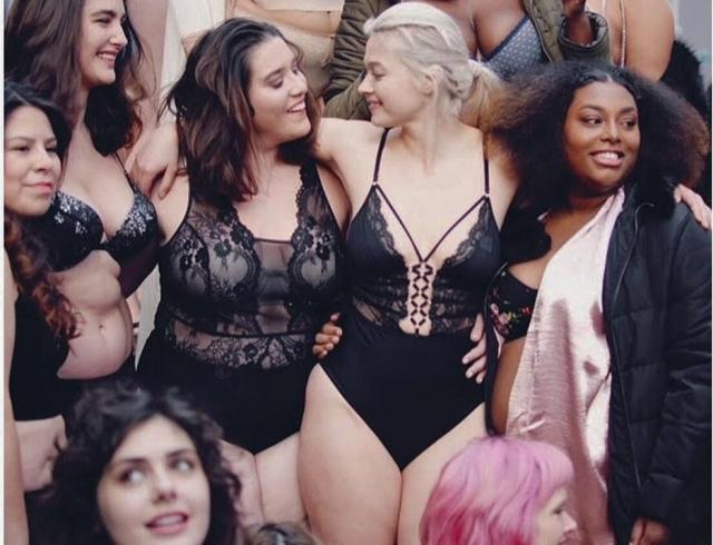 Ответ на модное шоу Victoria's Secret: в Нью-Йорке провели бодипозитивный показ