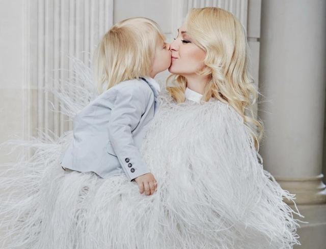 4-летний сын Яны Рудковской просит сестренку: милейшее ВИДЕО