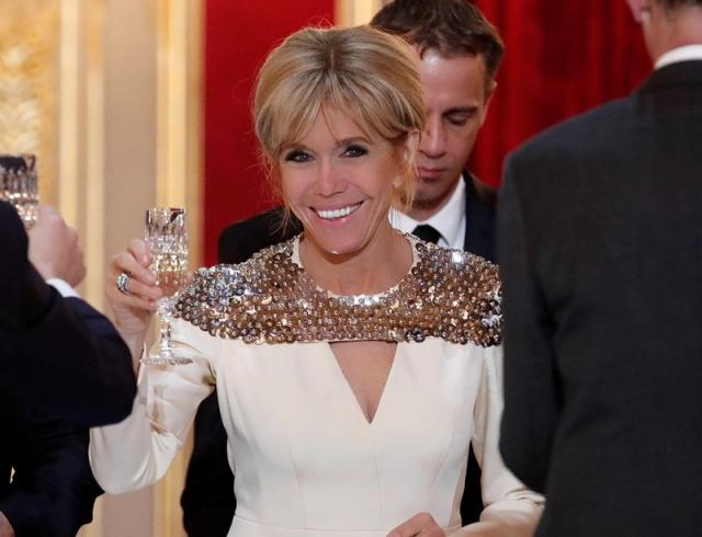 Бриджит Макрон в белом платье стала звездой на ужине с герцогом и герцогиней Люксембургскими title=
