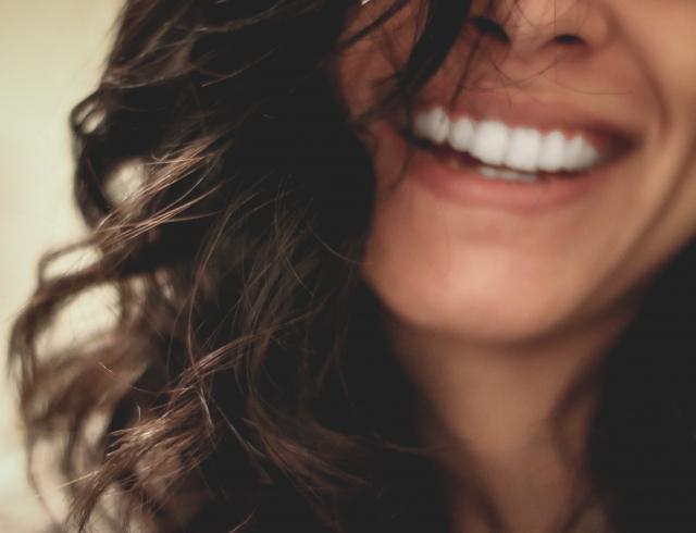 Сохраняем молодость кожи губ: два средства, которые останутся в косметичке