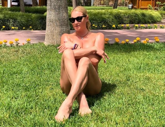 Анастасия Волочкова устроила жаркие танцы в боди: ВИДЕО