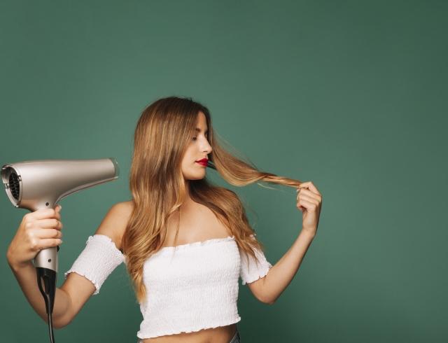 Как выбрать фен для волос и на что обратить внимание