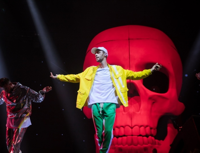 Американский Forbes назвал музыку Макса Барских поп-мейнстримом, а самого певца — музыкальным послом Украины