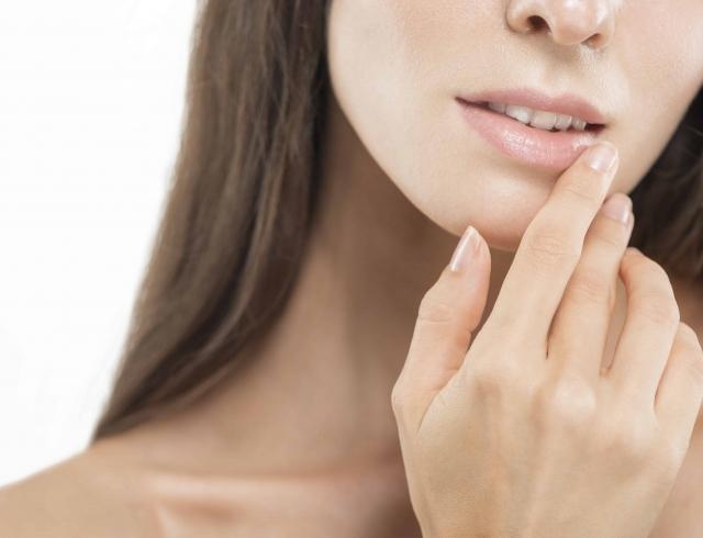 Увеличение губ без инъекций: иллюзия обмана