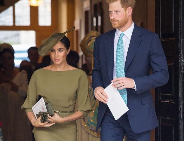 Меган Маркл и принц Гарри на крестинах принца Луи: что подарила пара