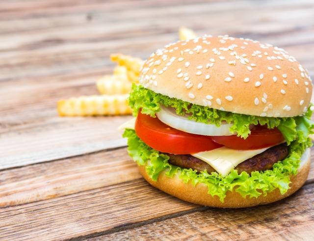 Без вреда для фигуры: ученые посчитали, сколько раз в неделю можно есть бургеры