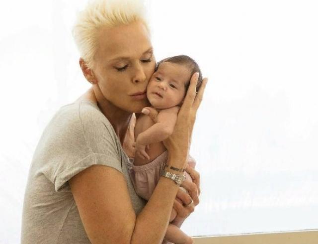 55-летняя Бриджит Нильсен похвасталась фигурой спустя месяц после родов (ФОТО)