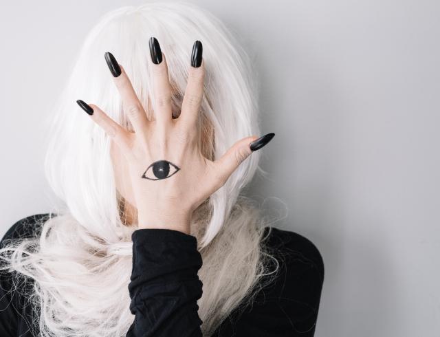 Маникюр на Хэллоуин: креативные дизайны 2018