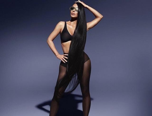 Ким Кардашьян в компании двойников снялась для рекламы солнцезащитных очков (ФОТО)