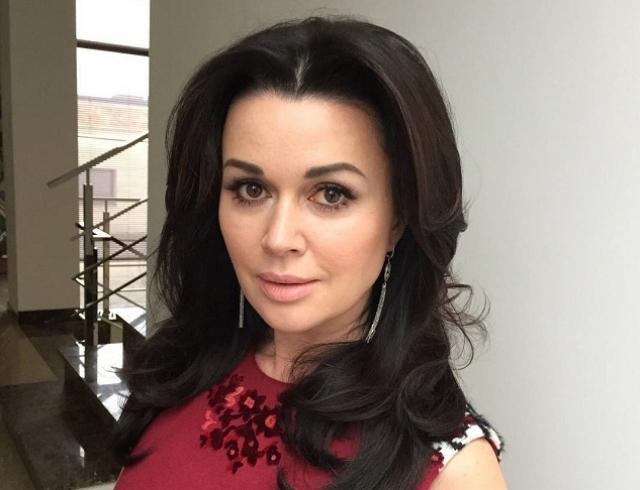 Анастасия Заворотнюк рассказала, почему скрывала третью беременность