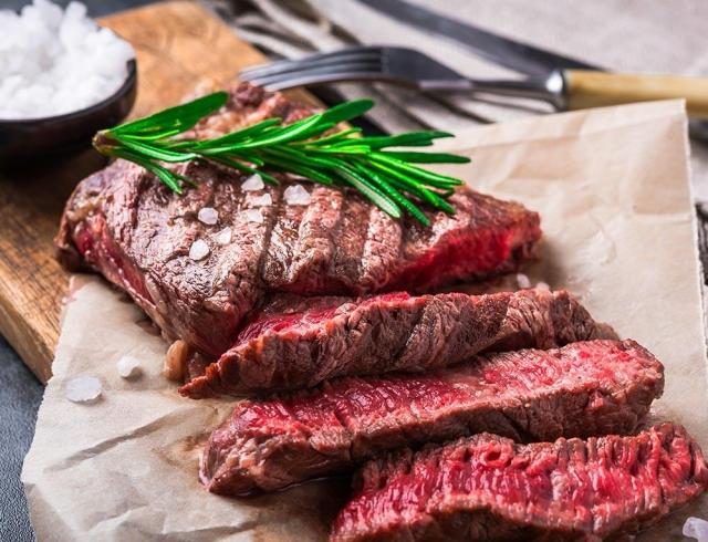 Как без вреда для здоровья ограничить потребление мяса: советы эксперта к Международному дню без мяса