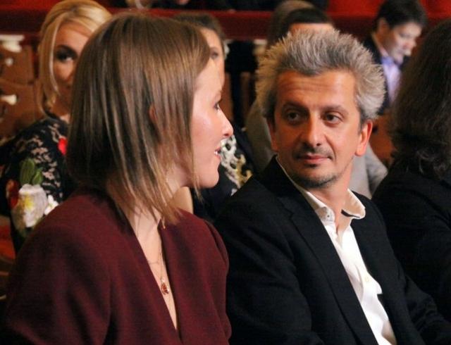 Ксения Собчак и Константин Богомолов больше не скрывают чувств на людях (ВИДЕО)