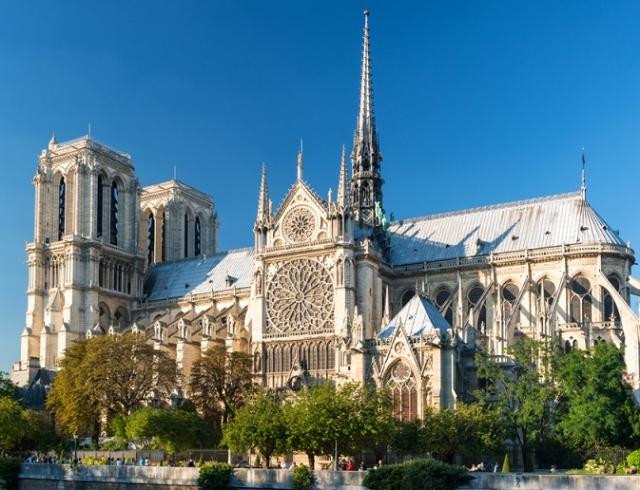 Французские миллиардеры пожертвовали 300 миллионов евро на восстановление Нотр-Дама де Пари