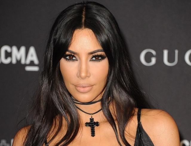 Ким Кардашьян в красных лосинах и топе блеснула на вечеринке Кайли Дженнер