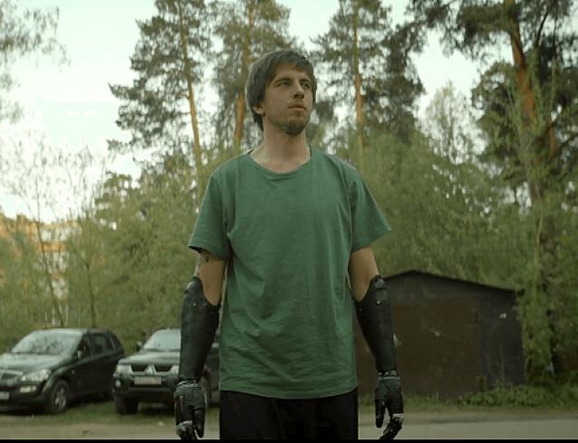 """""""Толя-робот"""": вышел комедийный сериал о жизнерадостном человеке с инвалидностью"""