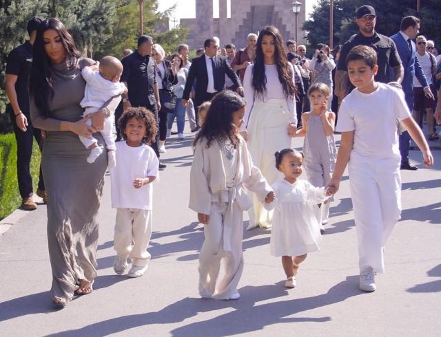 Ким Кардашьян крестила детей в Армении: они получили новые религиозные имена