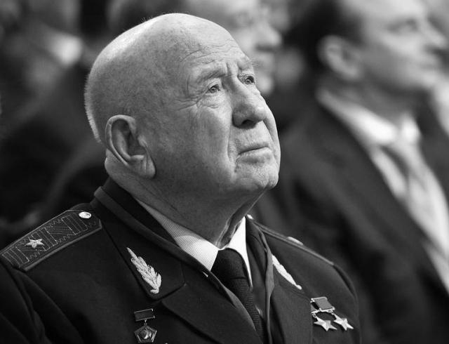Умер Алексей Леонов, космонавт, первым вышедший в открытый космос