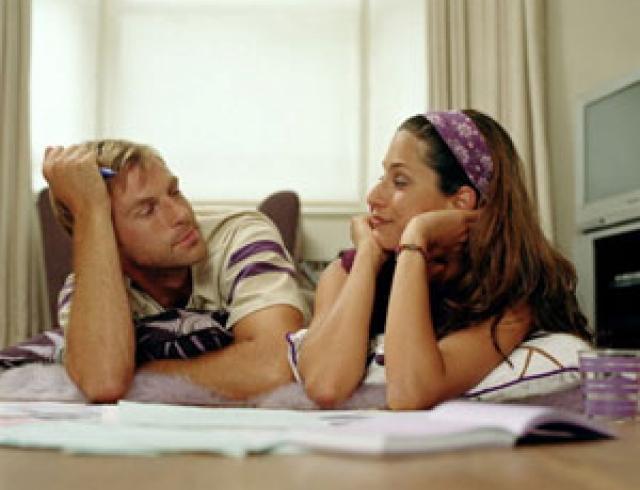 Пока он смотрит, она слушает... и делает выводы...