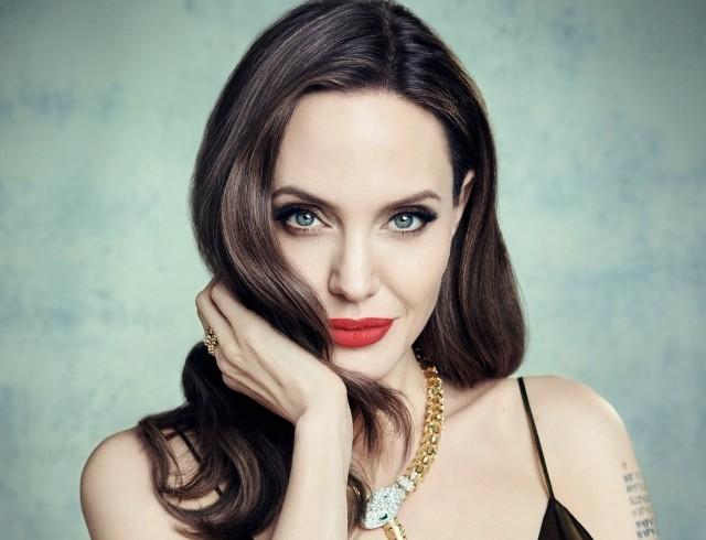 """Анджелина Джоли поделилась мыслями о материнстве: """"Я никогда не думала, что смогу стать чьей-либо мамой"""""""