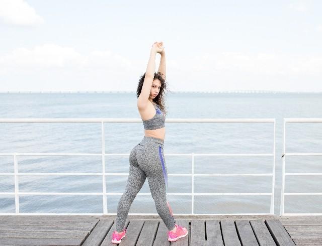 Какие упражнения сделают идеальную попу к лету?